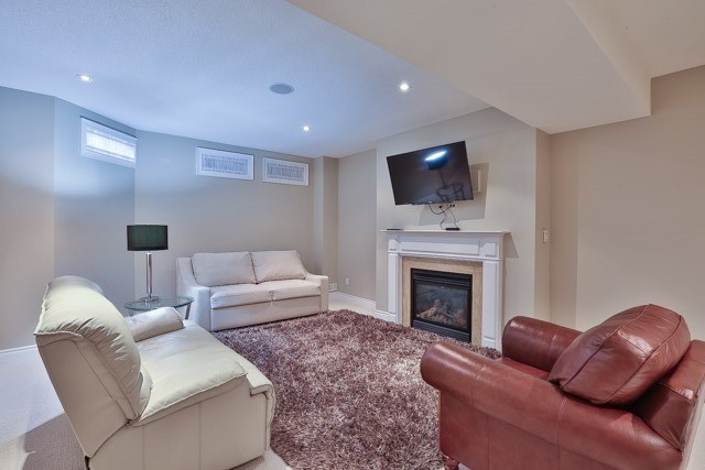 Detached at 964 Coyston Dr, Oshawa, Ontario. Image 3