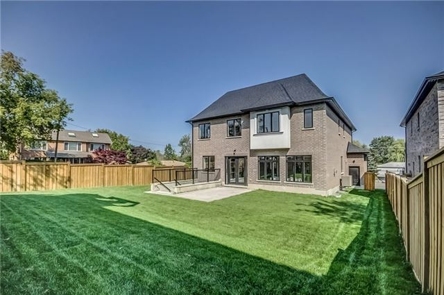 Detached at 1748 Spruce Hill Rd, Pickering, Ontario. Image 13
