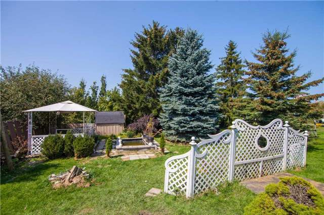 Detached at 481 Grand Trunk St, Whitby, Ontario. Image 13