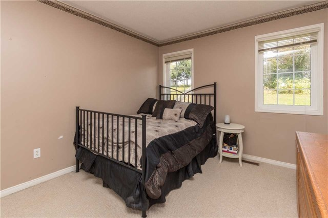 Townhouse at 2389 Clearside Crt, Pickering, Ontario. Image 6