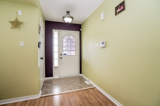 Detached at 16 Seven Oaks St, Whitby, Ontario. Image 12