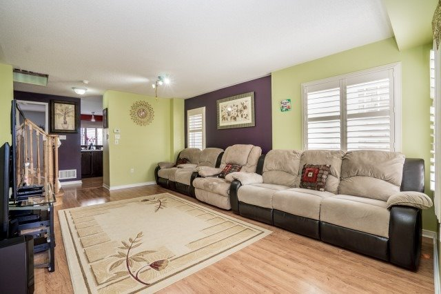 Detached at 16 Seven Oaks St, Whitby, Ontario. Image 14