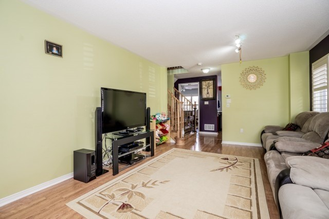 Detached at 16 Seven Oaks St, Whitby, Ontario. Image 15