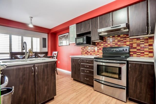 Detached at 16 Seven Oaks St, Whitby, Ontario. Image 18