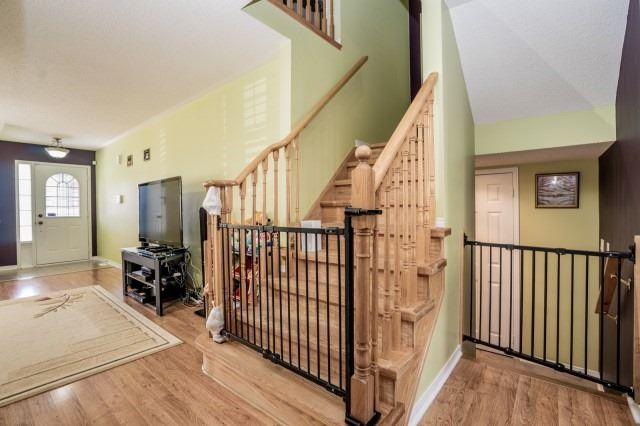 Detached at 16 Seven Oaks St, Whitby, Ontario. Image 20