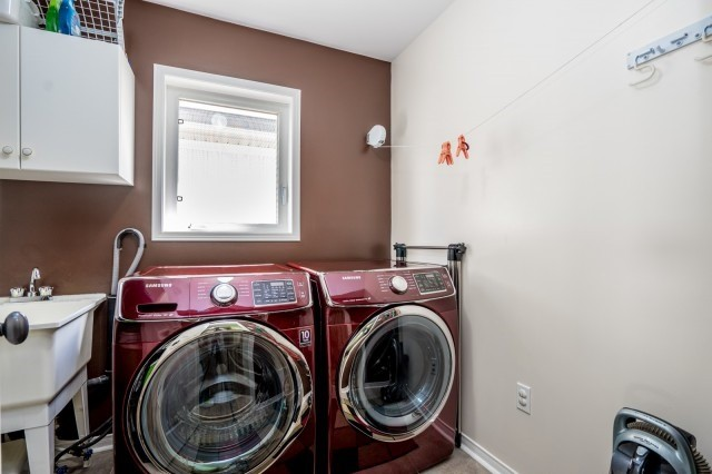Detached at 16 Seven Oaks St, Whitby, Ontario. Image 5