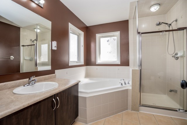 Detached at 16 Seven Oaks St, Whitby, Ontario. Image 6