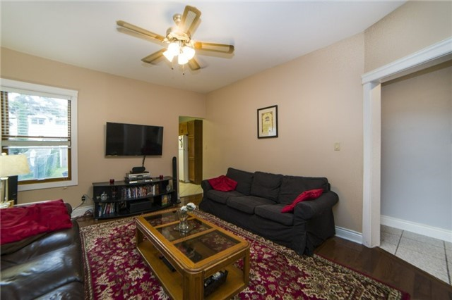 Semi-detached at 52 Frizzell Ave, Toronto, Ontario. Image 15