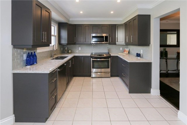 Detached at 47 Valleywood Dr, Whitby, Ontario. Image 14