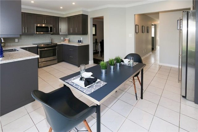 Detached at 47 Valleywood Dr, Whitby, Ontario. Image 15