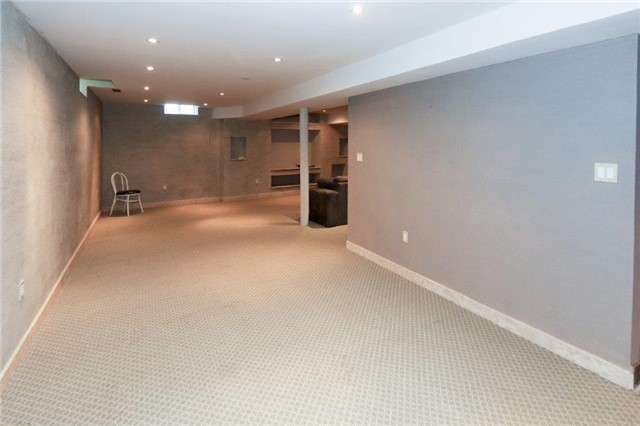 Detached at 47 Valleywood Dr, Whitby, Ontario. Image 10