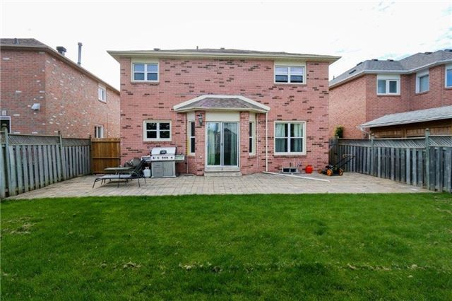 Detached at 47 Valleywood Dr, Whitby, Ontario. Image 11