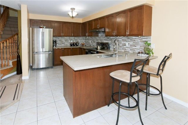 Detached at 102 Medland Ave, Whitby, Ontario. Image 14