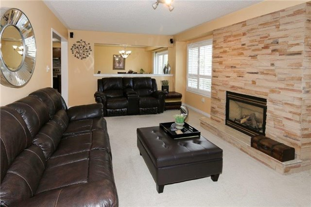 Detached at 102 Medland Ave, Whitby, Ontario. Image 17