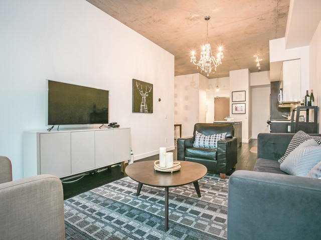 Condo Apartment at 90 Broadview Ave, Unit 733, Toronto, Ontario. Image 15