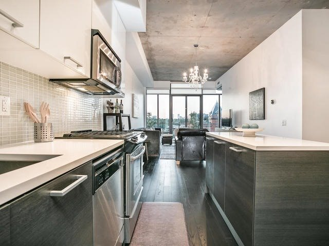 Condo Apartment at 90 Broadview Ave, Unit 733, Toronto, Ontario. Image 3