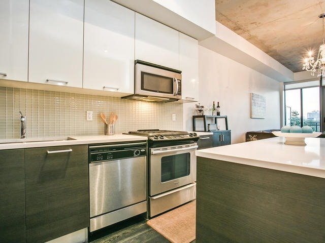 Condo Apartment at 90 Broadview Ave, Unit 733, Toronto, Ontario. Image 5