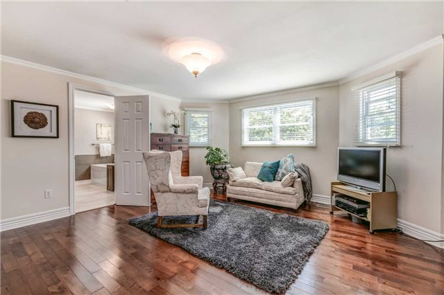 Detached at 19 Living Crt, Clarington, Ontario. Image 2