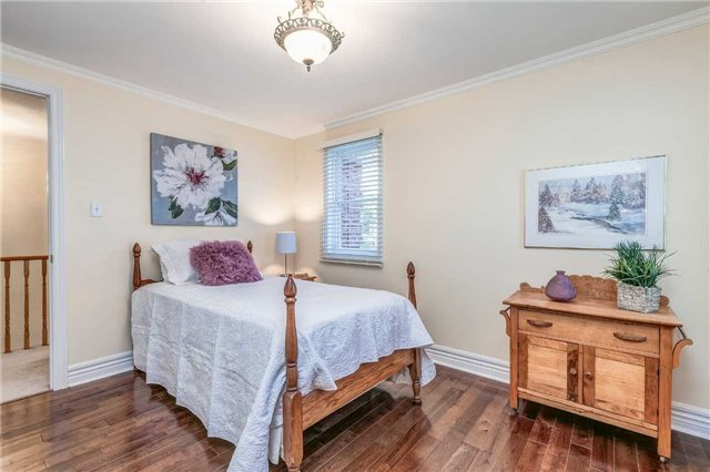 Detached at 19 Living Crt, Clarington, Ontario. Image 4