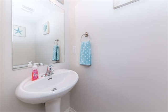 Townhouse at 24 Silvester St, Ajax, Ontario. Image 16