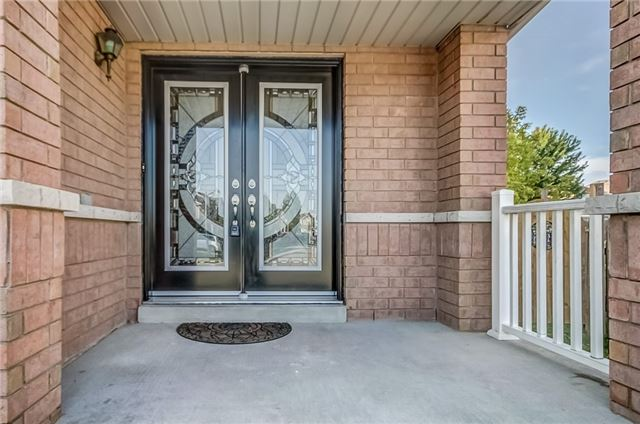 Detached at 25 Rampart Cres, Whitby, Ontario. Image 12