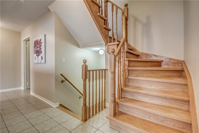 Detached at 25 Rampart Cres, Whitby, Ontario. Image 3