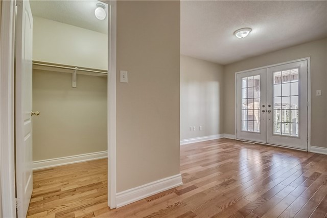 Detached at 25 Rampart Cres, Whitby, Ontario. Image 6