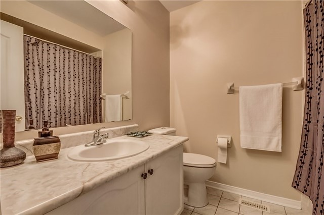 Detached at 25 Rampart Cres, Whitby, Ontario. Image 7