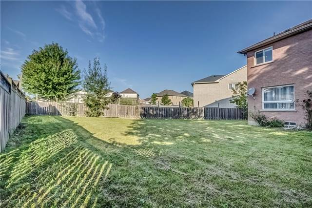 Detached at 25 Rampart Cres, Whitby, Ontario. Image 13