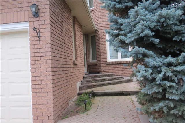 Detached at 824 Thornton Rd N, Oshawa, Ontario. Image 12