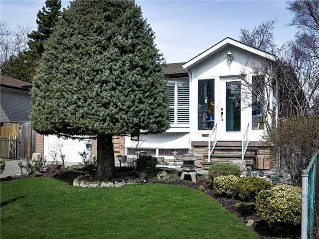 Detached at 64 Sonmore Dr, Toronto, Ontario. Image 9