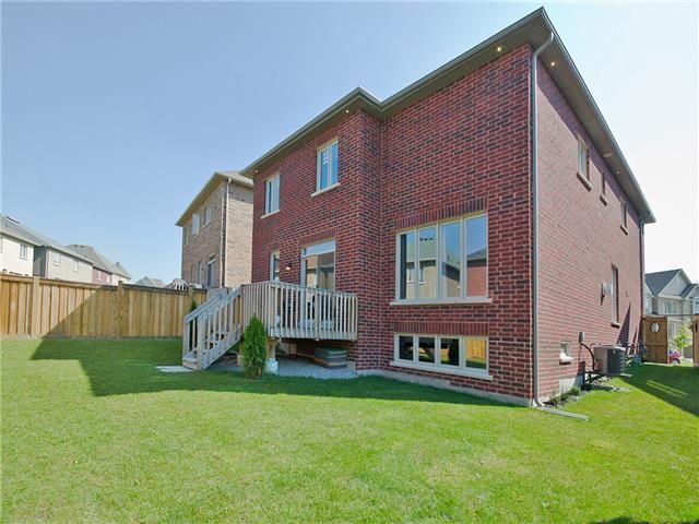 Detached at 12 Nott Dr, Ajax, Ontario. Image 13