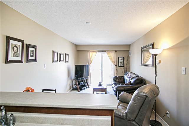 Condo Apartment at 136 Aspen Springs Dr, Unit 309, Clarington, Ontario. Image 13