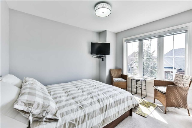 Detached at 9 Oswell Dr, Ajax, Ontario. Image 7