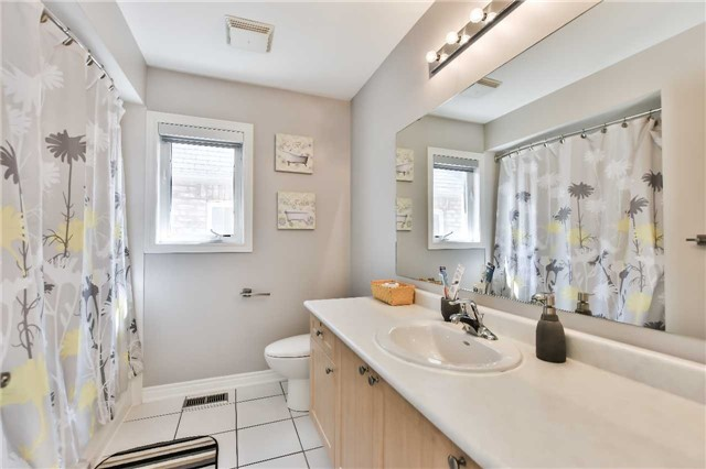 Detached at 9 Oswell Dr, Ajax, Ontario. Image 10