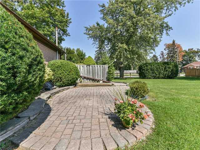 Detached at 1 Hiley Ave, Ajax, Ontario. Image 10