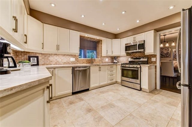 Detached at 468 Oakwood Dr, Pickering, Ontario. Image 16