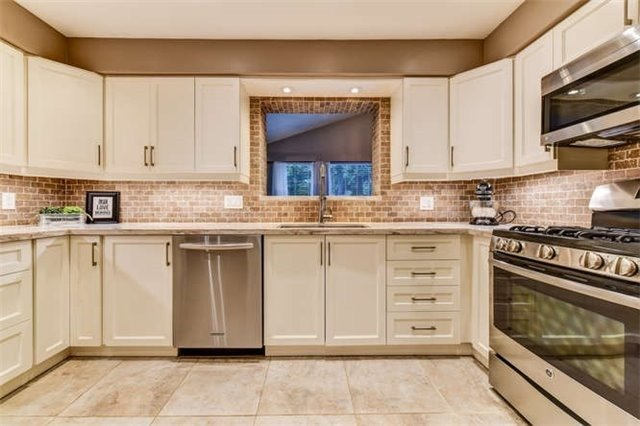 Detached at 468 Oakwood Dr, Pickering, Ontario. Image 17