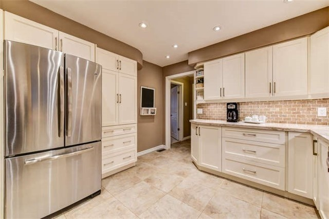 Detached at 468 Oakwood Dr, Pickering, Ontario. Image 18
