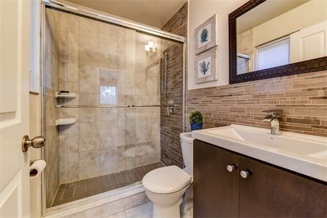 Detached at 468 Oakwood Dr, Pickering, Ontario. Image 20