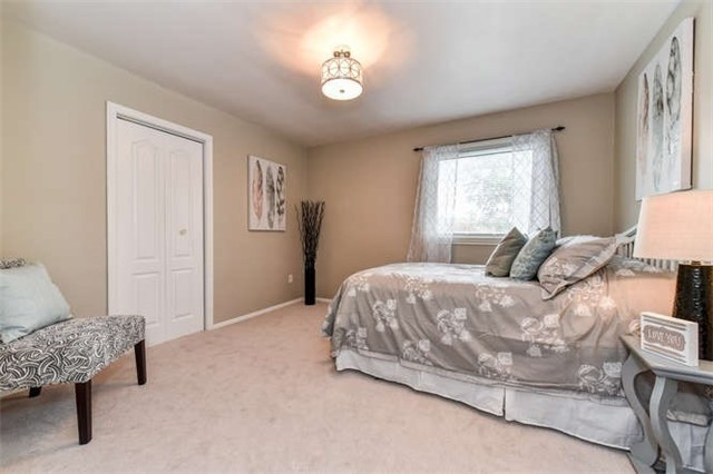 Detached at 468 Oakwood Dr, Pickering, Ontario. Image 3