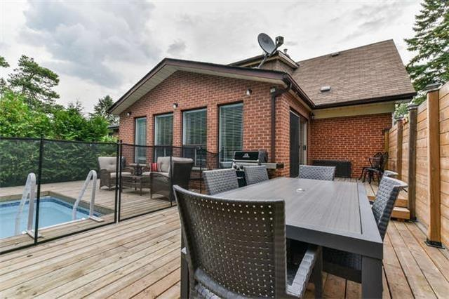 Detached at 468 Oakwood Dr, Pickering, Ontario. Image 8