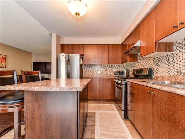 Townhouse at 1394 Glaspell Cres, Oshawa, Ontario. Image 4