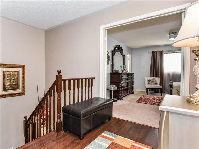 Townhouse at 1394 Glaspell Cres, Oshawa, Ontario. Image 6