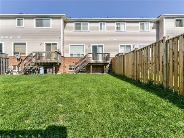 Townhouse at 1394 Glaspell Cres, Oshawa, Ontario. Image 2