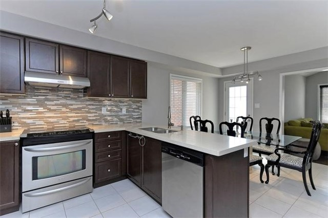 Detached at 799 Mccue Dr, Oshawa, Ontario. Image 18