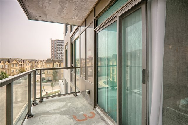 Condo Apartment at 1215 Bayly St, Unit 302, Pickering, Ontario. Image 5