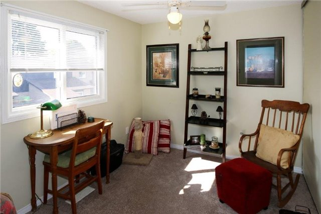 Condo Townhouse at 1605 Charles St, Unit 9, Whitby, Ontario. Image 2