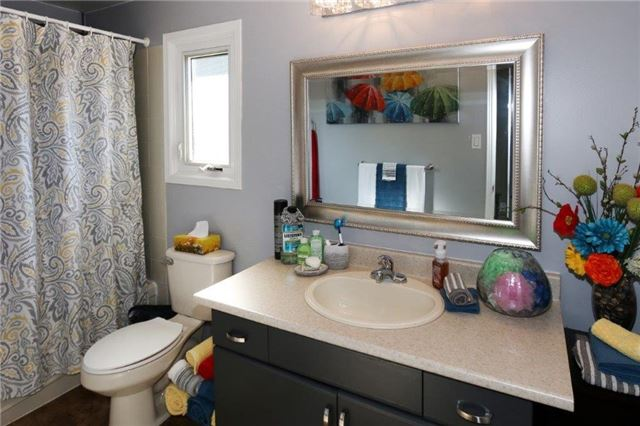 Condo Townhouse at 1605 Charles St, Unit 9, Whitby, Ontario. Image 3