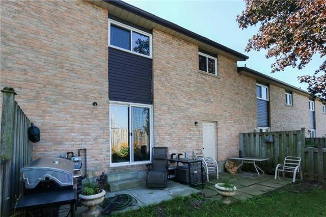 Condo Townhouse at 1605 Charles St, Unit 9, Whitby, Ontario. Image 4